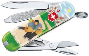 Нож перочинный Victorinox Classic LE2020 Swiss Wrestling (0.6223.L2009) 58мм 7функций зеленый/рисунок